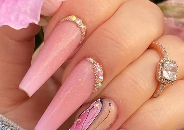 Here Comes The Coffin Nail art, Which Is Fashionable And Beautiful, Making Your Nails More Beautiful
