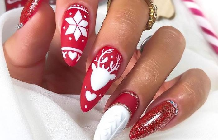 40 Best Christmas Nail Art Ideas to Try 2020