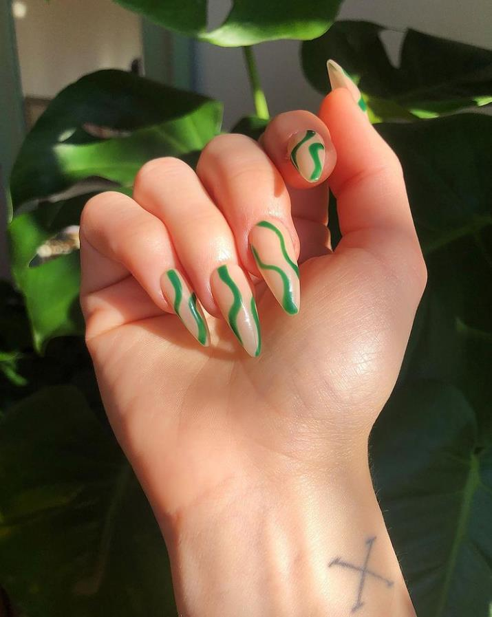 Choose Fresh, Clean and Green Nails Acrylic in Spring
