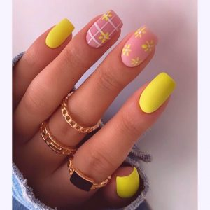 35 Most Beautiful Pink Flower Short Nail Designs for Summer 2021