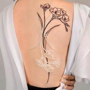 23 Best Women's Back Tattoo Ideas for Summer 2021