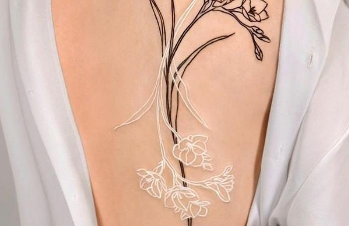 23 Best Women's Back Tattoo Ideas for Summer 2021