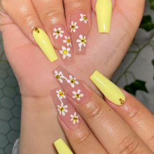27 Simple and Elegant Flower Nail Designs for Summer 2021