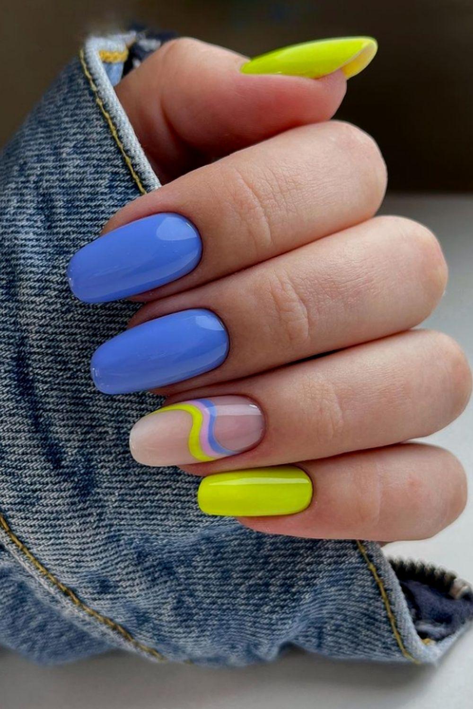 Classy short acrylic nails