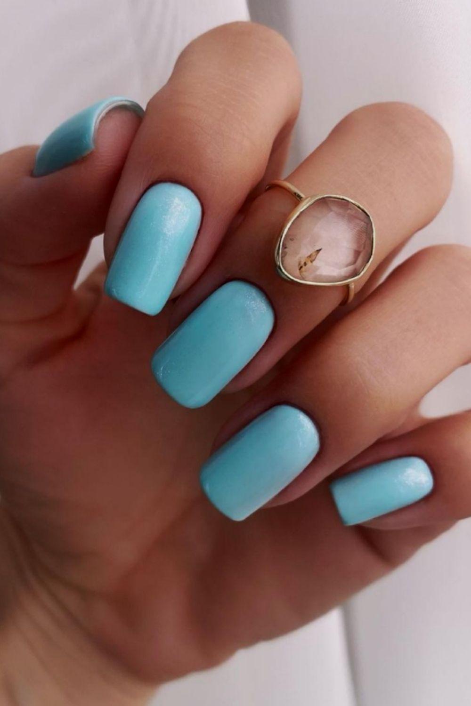 Short blue nails