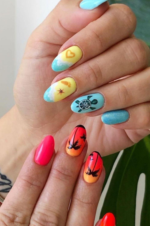 Almond-shaped nail art for beach nails