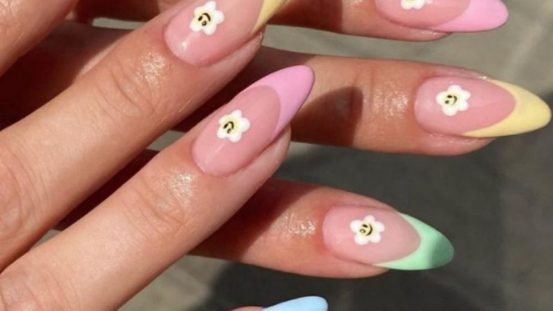 38  Trendy Almond-Shaped Nail Art for Summer Nails 2021