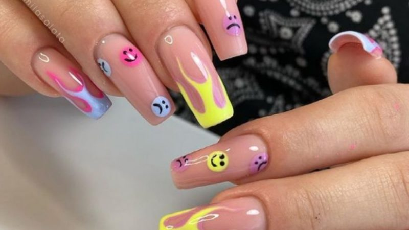 45 Beautiful Coffin Shaped Nail Art Designs for Summer Nails in 2021