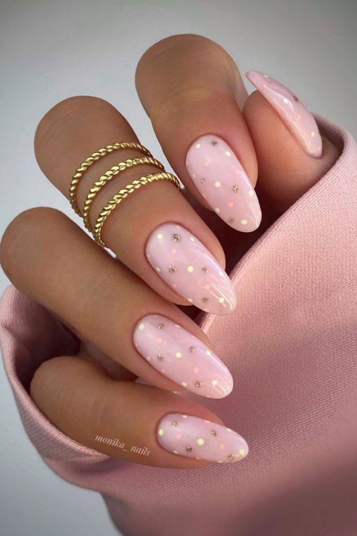 Almond-Shaped Nail Art for Summer Nails 2021