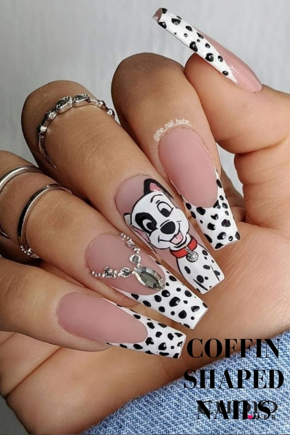 White tip coffin nails with dog