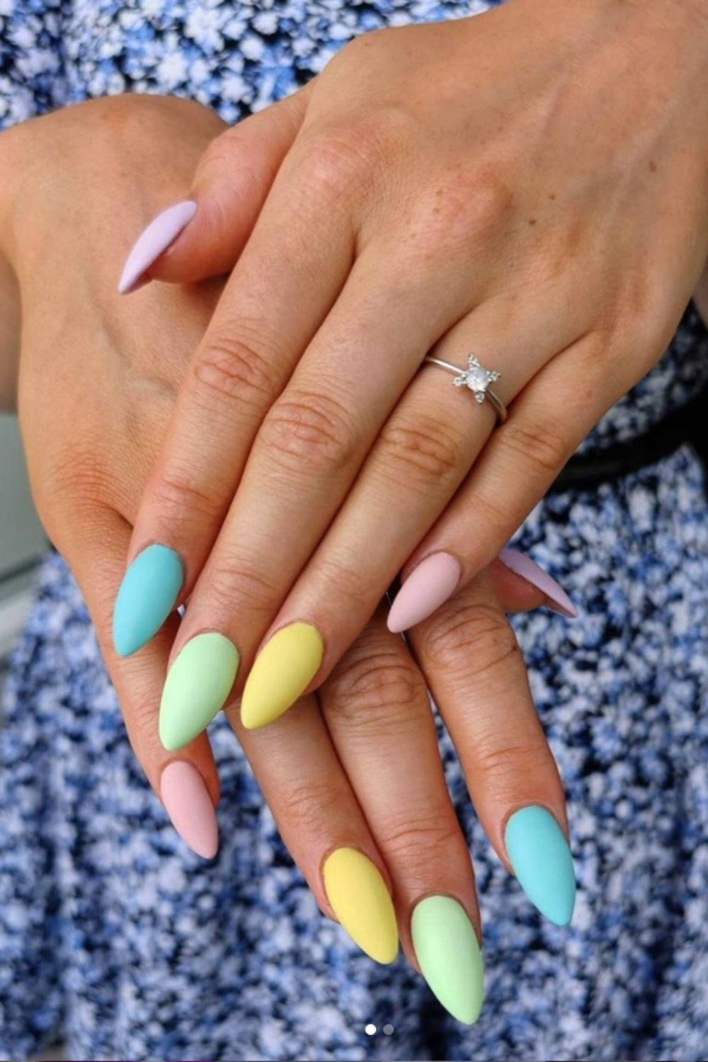 Almond-shaped nails colors