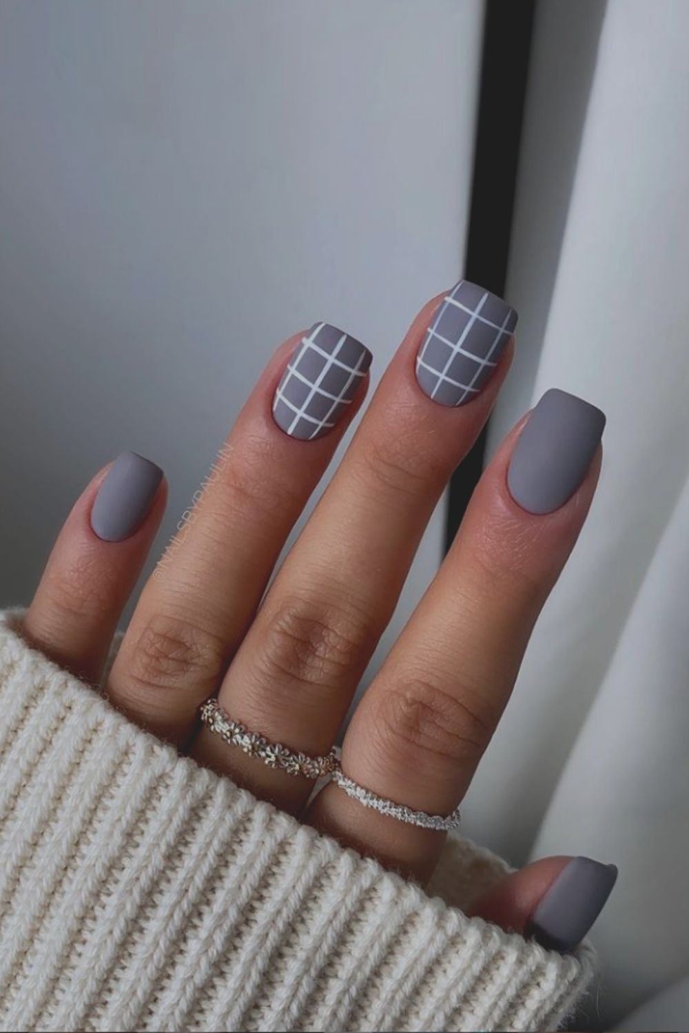 Easy plaid nails for short square nails